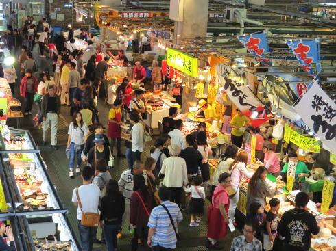 下関 唐戸市場「活きいき馬関街」の様子